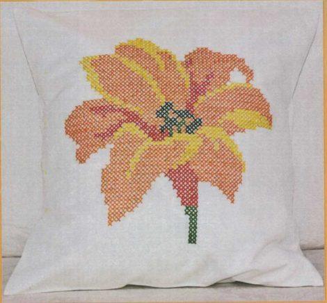Liliom - előfestett keresztszemes párna