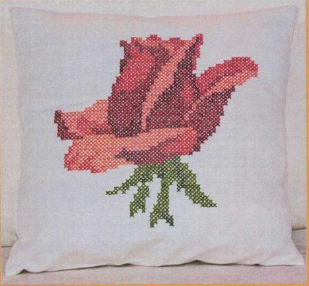 Rózsa - előfestett keresztszemes párna