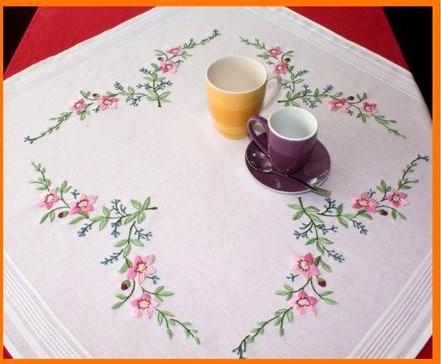 Kis virágok- előfestett asztalterítő