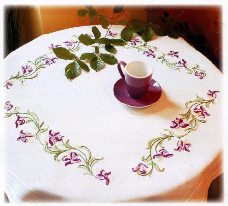 Lila írisz - előfestett asztal terítő