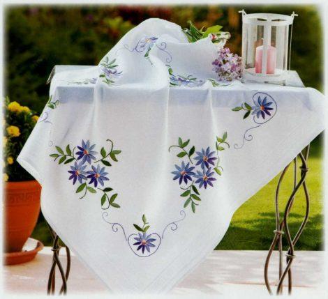 Kék virág - előfestett asztalterítő