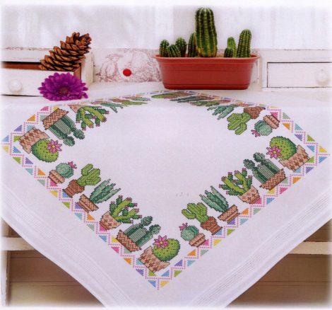 Kaktuszok - előfestett keresztszemes asztalterítő