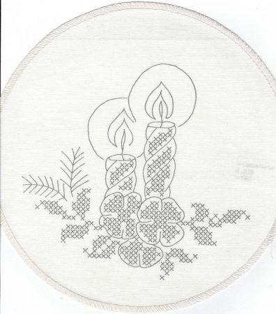 Gyertyák és virágok - előfestett keresztszemes terítő