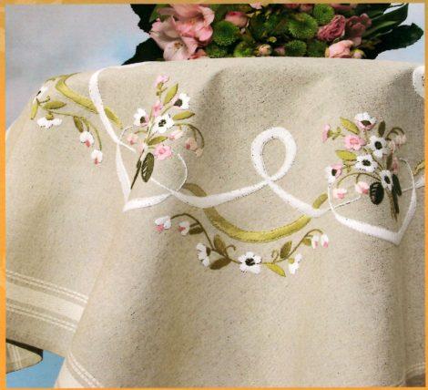 Virágcsokrok és szalagok - előfestett asztal terítő