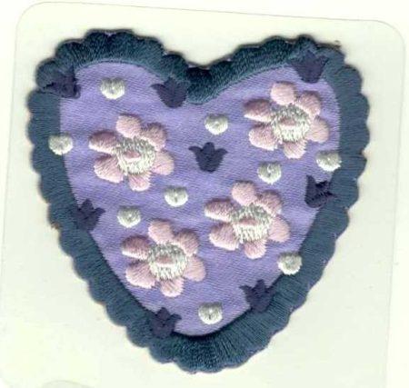Virágos szív-lila- ruhára vasalható textil matrica