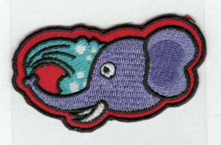 Elefánt fürdik - ruhára vasalható textil matrica