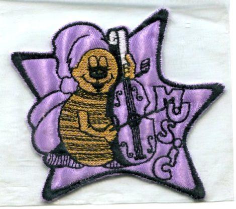 Csellón zenélő méhecske - ruhára varrható textil matrica