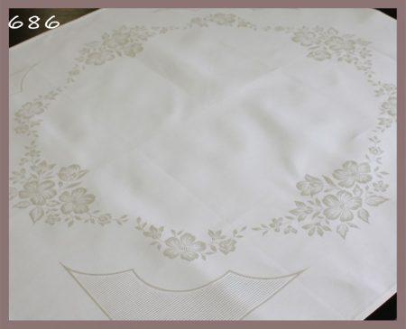 Damaszt asztalterítő - virág mintás - hímezhető kongré betéttel